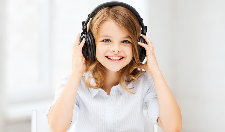 © Syda Productions, little girl with headphones at home